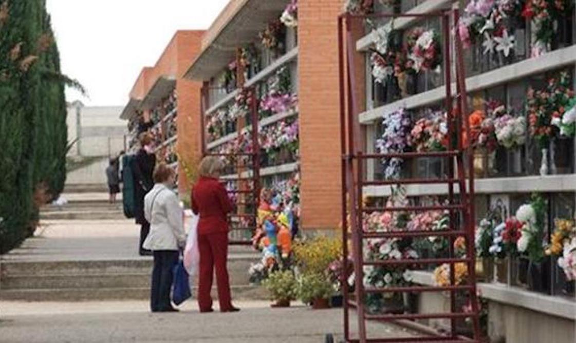 Esquelas.es   El cementerio de Huesca instalará nuevas escaleras con raíles para acceder a los nichos