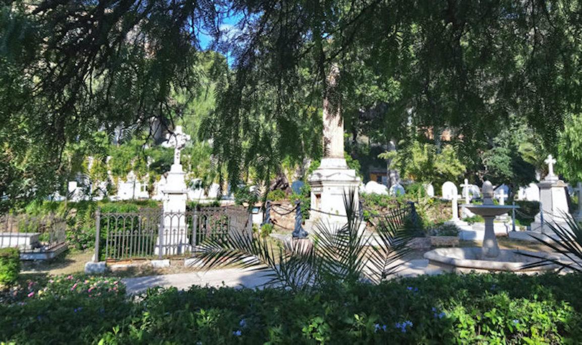 Esquelas.es | Encuentran una lápida de origen desconocido durante las obras del muro del Cementerio Ingles de Málaga