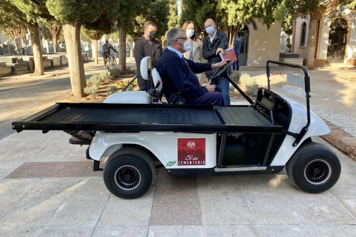 Esquelas.es | El Ayuntamiento de Alcázar de San Juan compra un vehículo portaféretros para el cementerio